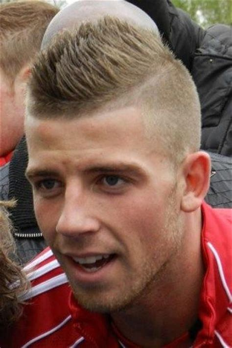 soccer player fade haircut best 25 soccer player haircuts ideas on pinterest