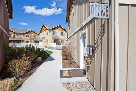 Apartments Or Houses For Rent In Great Bend Ks Empire Townhomes Rentals Bend Or Apartments