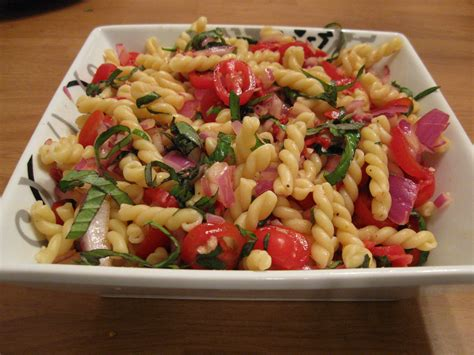 pasta slad pasta salad with fresh and sun dried tomatoes appoggiatura