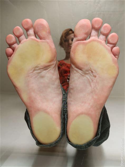 girl named nicki showing  feet