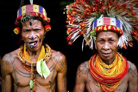 sikerei ritual pengobatan tradisional suku mentawai
