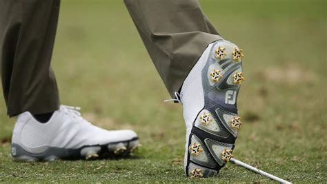 how to decide spiked vs spikeless golf shoes dennis golf courses dennis pines dennis