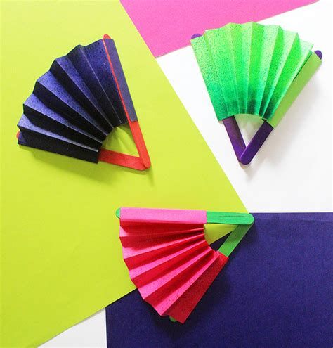 Paper Craft Fan - craft how to make a paper fan the craftables