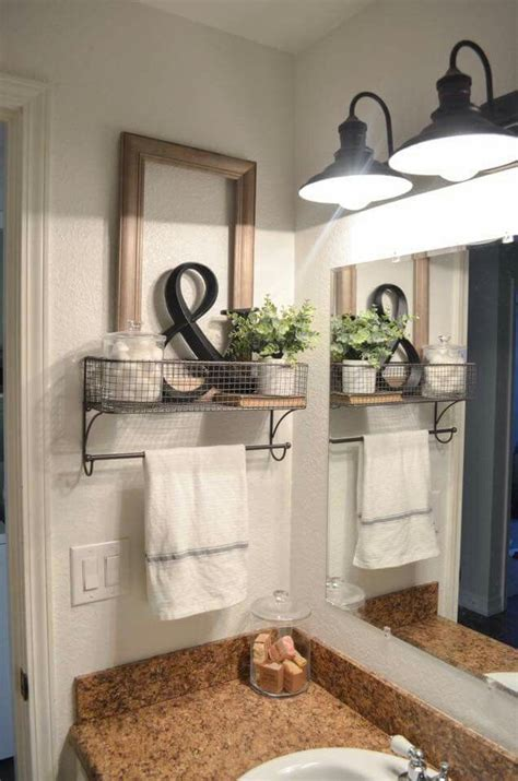Tiny Bathroom Makeovers by Best 25 Small Bathroom Makeovers Ideas On