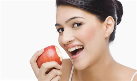 can my eat apples eatting apple why an apple a day keeps the doctor away healthlob what are your