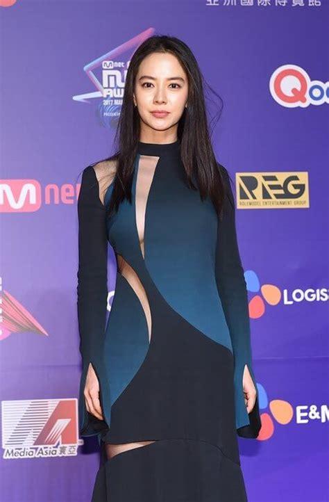 Setelan Kemeja Dan Dress Songsong 13 momen fashion selebriti korea yang tak terlupakan di tahun 2017 inikpop