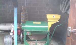 Alat Pemotong Rumput Pakan Ternak Pembuatan Pakan Fermentasi Di Kelompok Ternak Ngudi Mulyo