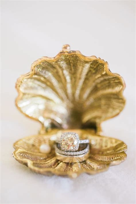 picture of a gilded sea shell as a wedding ring box