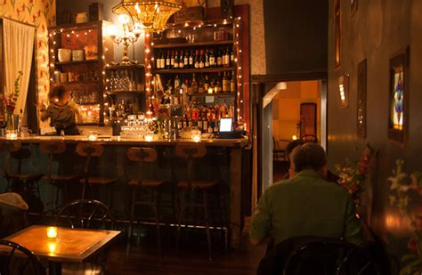 Top 10 Bars In Toronto by 10 Bars To Read At In Toronto