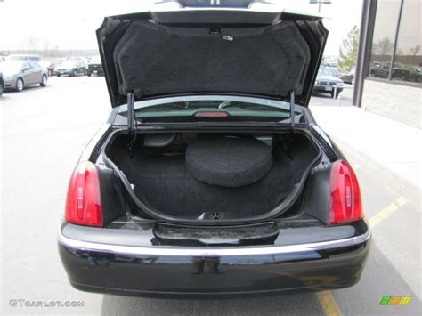 lincoln town car trunk 2002 lincoln town car signature trunk photo 48602944