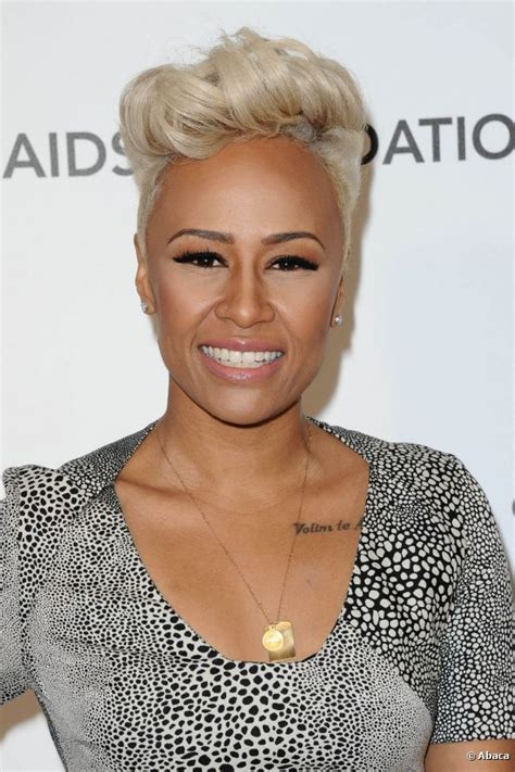 female singer with short hair british singer emeli sande had her short blonde hair
