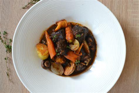 quel vin pour cuisiner boeuf bourguignon bœuf bourguignon la recette facile authentique faite