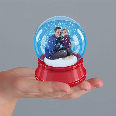 Schneekugel Mit Bild schneekugel mit restfamile foto bild fotomontage