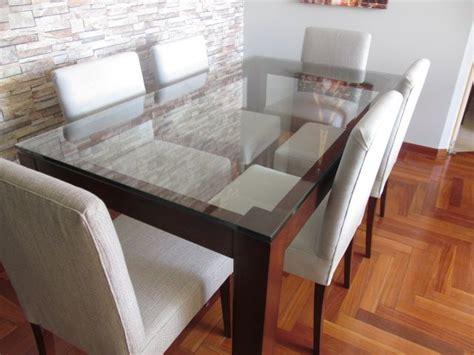juego de comedor base en madera mohena  tablero de vidrio