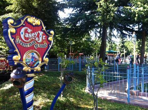 casey jr. circus train at disneyland paris