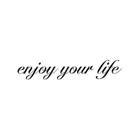 pochoir tattoo phrase enjoy your life tatouages