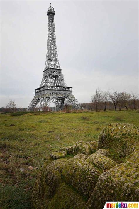 Souvenir Prancis Pajangan Replika Bentuk Menara Eiffel foto keindahan dan keunikan aneka replika menara eiffel di dunia merdeka
