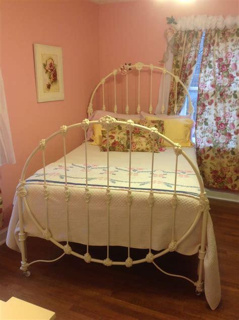 vintage iron bed best 25 antique iron beds ideas on pinterest antique