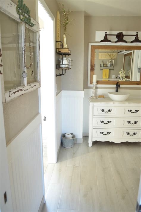 vintage bathroom decor how to easily mix vintage and modern decor