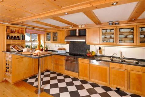 Küchen Hochglanz Günstig by Wohnzimmer Gelb Rot