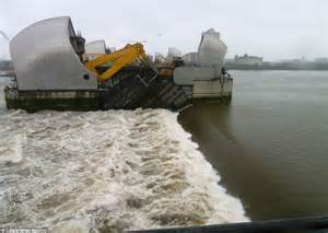 thames barrier video youtube thames barrier turns 30 stunning images reveal the