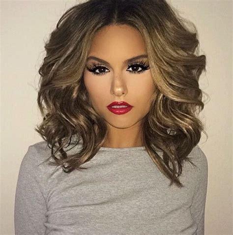 big volum short hairstyles модные стрижки на вьющиеся волосы средней длины 17