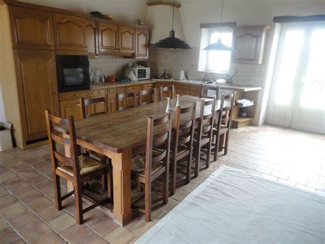 Dining Room Table Seats 12 for Big Family   HomesFeed