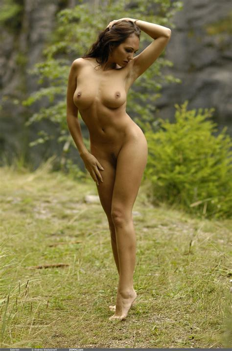 Sensual Solo Nude Art Outdoors With Busty Model Jennifer