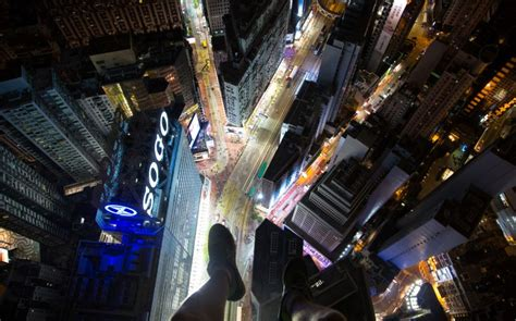 Gopro Di Hongkong adrenaline junkie scales hong kong skyscrapers with no safety equipment and stomach