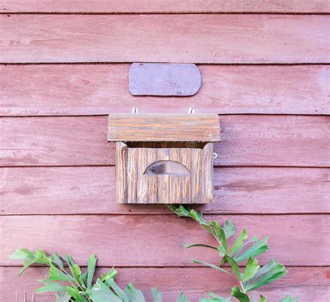 cassetta lettere legno cassetta delle lettere di legno fotografia stock
