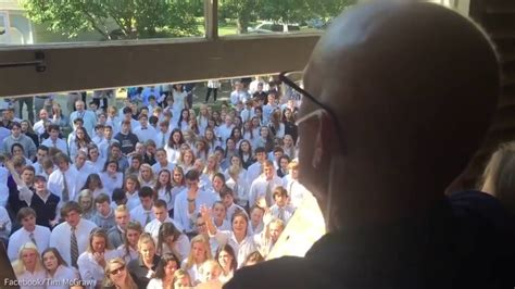 400 students skip class to sing at the home of their