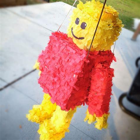 Pinata Lego Emmet By Pinata Dimi m 225 s de 25 ideas incre 237 bles sobre pi 241 ata lego en