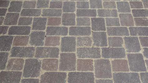 pflastersteine verfugen sand garageneinfahrt pflastern anleitung zum betonpflaster