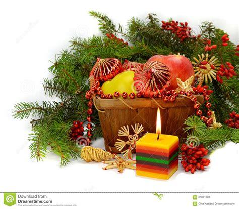 composizioni di natale con candele composizione in natale con una candela accesa fotografia