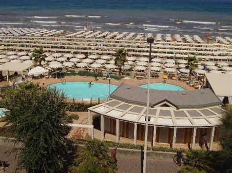 bagno 108 riccione una panoramica dalla spiaggia foto di hotel brig