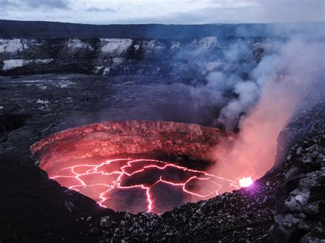 About Lava Kilauea S Lava Lake In Hawaii About To Burst Out States