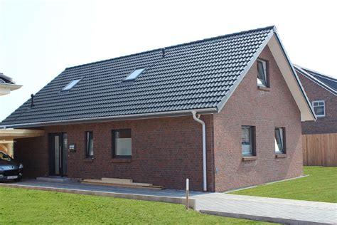 Roter Klinker by Einfamilienhaus Mit Gro 223 En Dach 252 Berstand Und Schickem