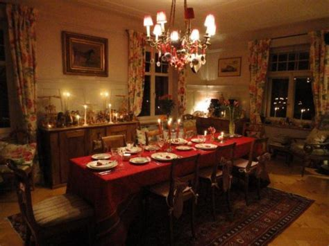 A Christmas Tablescape and a Candlelit Christmas Tree