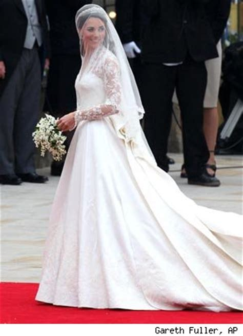 braut kate middleton fit for a mcqueen kate middleton s stunning wedding dress