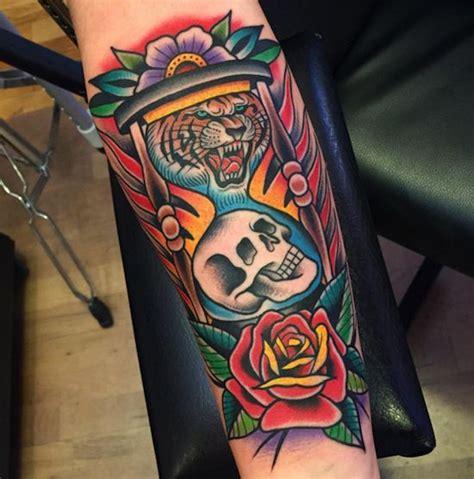 tattoo old school hourglass tattoo おしゃれまとめの人気アイデア pinterest さめ pinterest