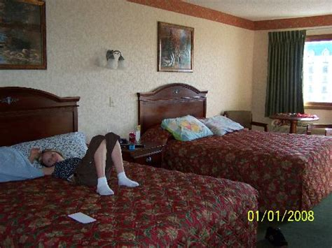 hotel rooms with inside outdoor pool picture of park tower inn pigeon forge tripadvisor