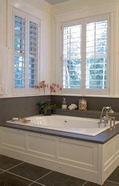 Wainscoting Around Tub by 1000 Images About Wainscoting On Small