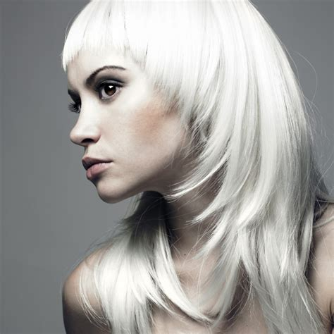 hair styles with frost color redesign your head shape with a face framing shag hair