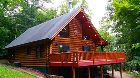 Cabin Rentals Iowa by Paint Creek Lodge 5 Bedroom Log Cabin With Tub
