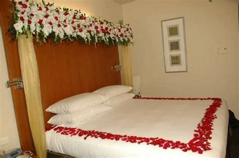 Wedding On Bed by Flower Decoration On Bed Design Ultra