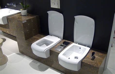 toilette mit eingebautem bidet sanikal badeinrichtung una wc und bidet mit deckel in