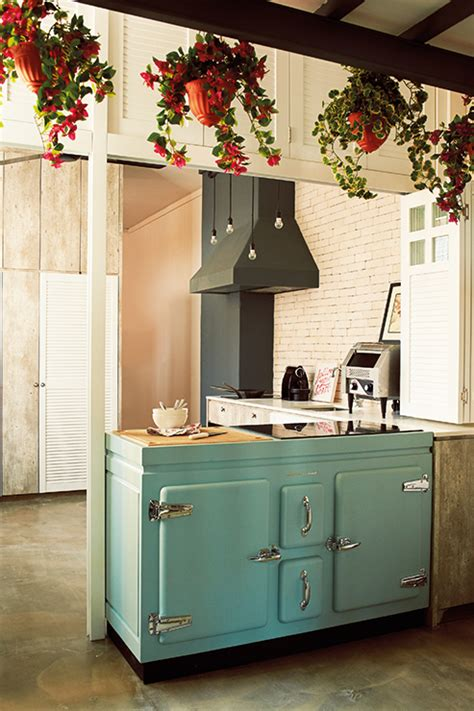 retro home interiors 10 charming vintage inspired kitchens and dining areas