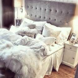 i this tufted bed with white bedding and white
