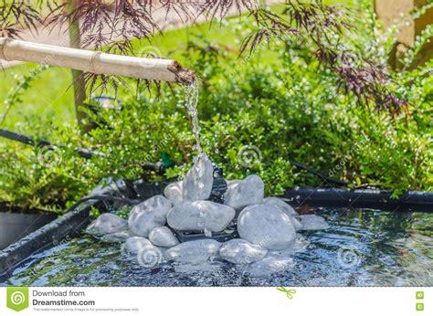 garten träume japanischer garten mit bambusbrunnen stockfoto bild