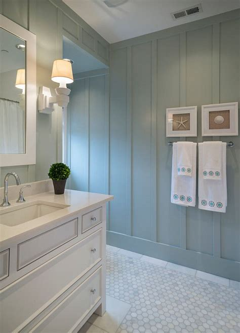 wainscoting bathroom walls 25 best ideas about wainscoting in bathroom on pinterest